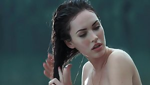 Megan Fox & Amanda Seyfried hot scenes in 'Jennifers Body'