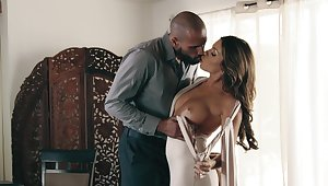Admirable defoliated porn leads this hot Latina woman up a huge orgasm