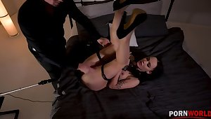 Unnatural BDSM scene with regard to Sasha Sparrow's ass penetrated by a fucking machine GP1254